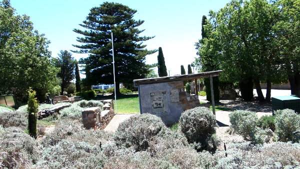 Eudunda Gardens - overview of the covered shelter area